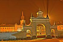 Brama i Pałac czyli dwa spojrzenia na to samo zdjęcie